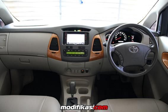 Toyota Innova V Luxury AT Thn 2010