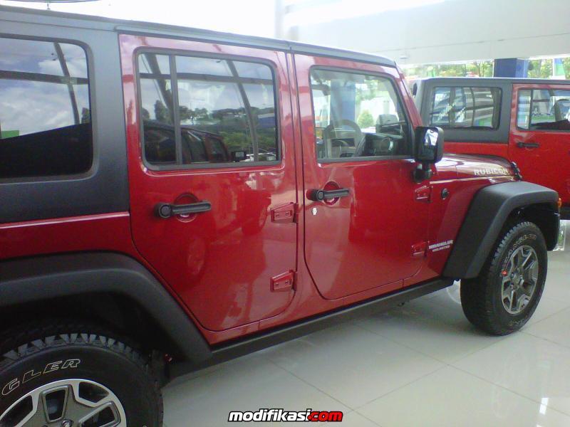 Jual Jeep Wrangler Rubicon 4 Door Merah