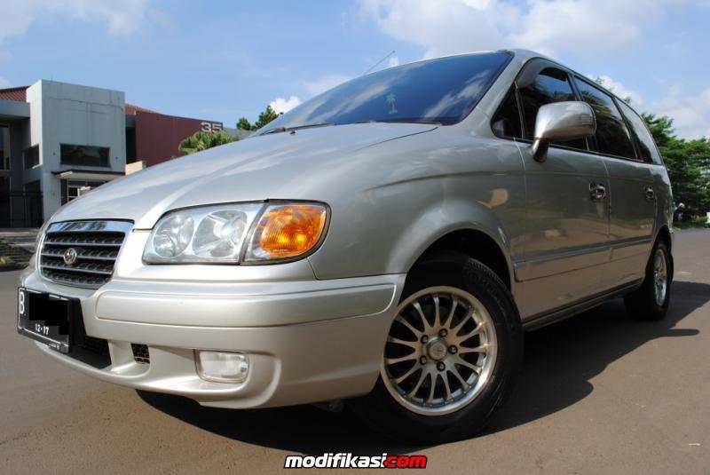 Dijual Mobil Hyundai Trajet 20 GLS MT CBU 2002