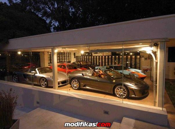 tampilan beberapa garasi mobil mewah milik orang kaya