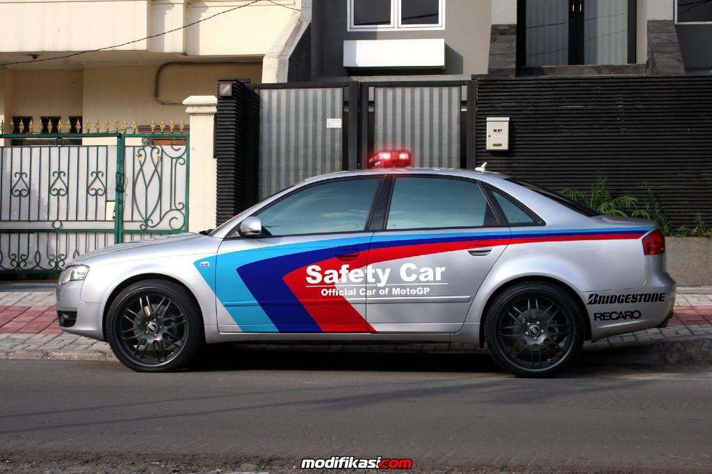 Car Bmw M4 Coupe Dipercaya Jadi Safety Car Motogp 2014