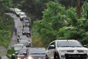Pajero Sport Family Adakan Touring & Baksos Ke Sawarna, Sukabumi
