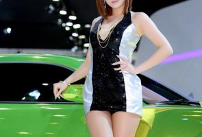 Sexy Korean Model AT The Seoul Motor Show With Chevrolet