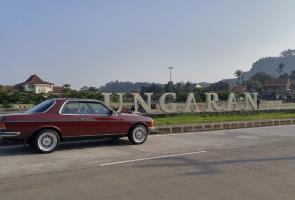Just Simple Mercedes 280ce