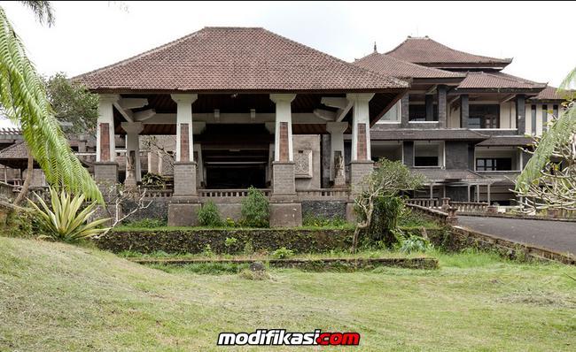 Bangunan Megah Berhantu Di Bedugul Bali