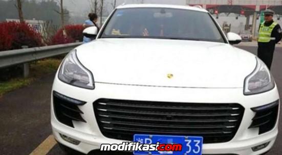 Modif Mobil Biasa Jadi Porsche Macan, Pria China Ini Kena Denda