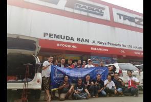 White Car Community (Wcc) Kopdar Sambil Ganti Ban Gt Radial