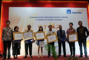 Axa Mandiri Anugerahkan Gold Star Workshop Kepada 5 Bengkel Rekanan