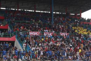 Ngk Ajak Komunitas Dukung Pembalap Indonesia Di Arrc 2018