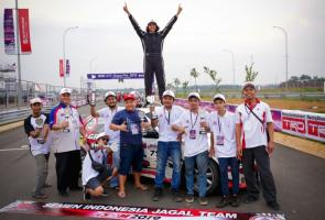 Sapu Bersih 7 Seri, Eko Bambang Raih Titel Juara Nasional Etcc 2000