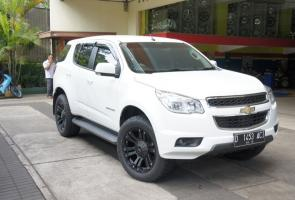 [Mb] Chevrolet Trailblazer With 20 Inch Kmc Monster