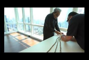 Video: Pemegang Rekor Kuku Terpanjang Ini Akhirnya Potong Kukunya