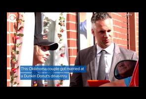 Pasangan Amerika Ini Bertemu Dan Menikah Di Drive-Thru Dunkin Donut