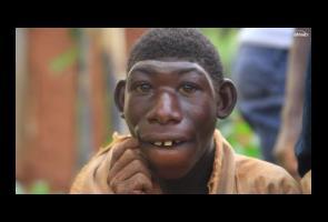 Video: Dijuluki 'Mowgli' Pemuda Afrika Ini Hidup Di Hutan