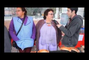 Video: Anjing Ini Curi Kue Empanda Saat Seorang Wanita Diwawancara