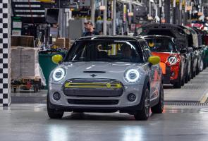 Mini Rayakan 11.000 Produksi Cooper Se Electric Di Inggris