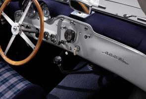 Mercedes-Benz Tawarkan Kembali Kain Jok Ikonik Milik 300 Sl