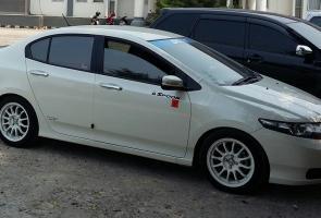 Honda Civic Fd1 Putih. Mobil Andalan Rumah Tangga Sehari Hari