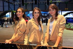 Wanita-Wanita Cantik Yang Masih Bertahan Di Event Geneva Show 2018