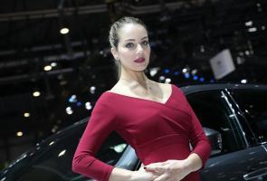 Photo Gallery : Hot Girls From Geneva Motor Show 2017
