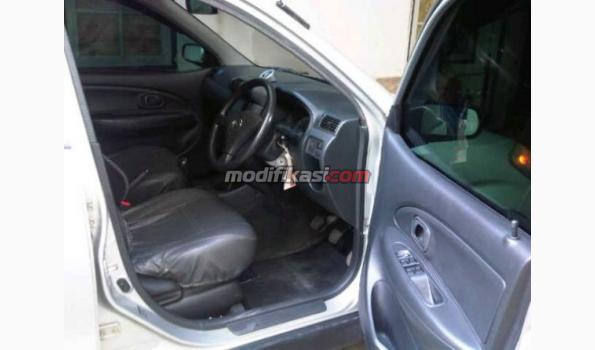 Jual: Daihatsu Xenia Li Sporty Th 2004 Silver