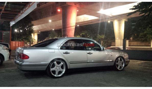 Mercedes benz e320 96 silver on black for 96 mercedes benz e320