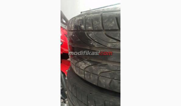 Ban Dunlop Direzza R18 225 40 Like New