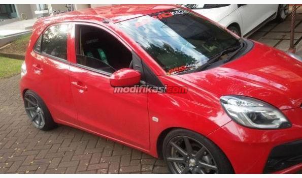 Gambar Mobil Brio Satya Merah